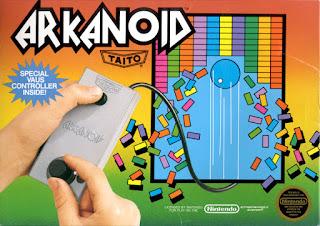 Imagen de la portada del cartucho de Arkanoid para NES con un controlador deslizante circular