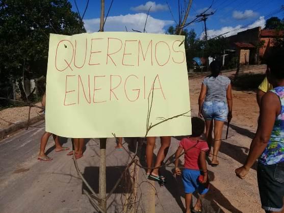 Moradores do interior de Santa Filomena realizam protesto pela falta de energia