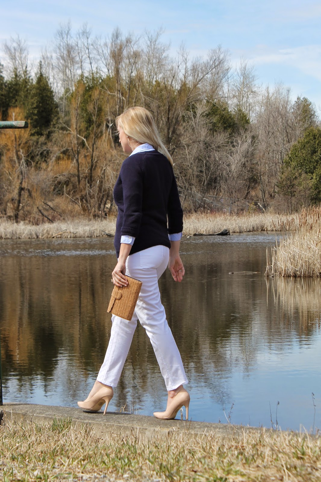 how-to-style-white-jeans