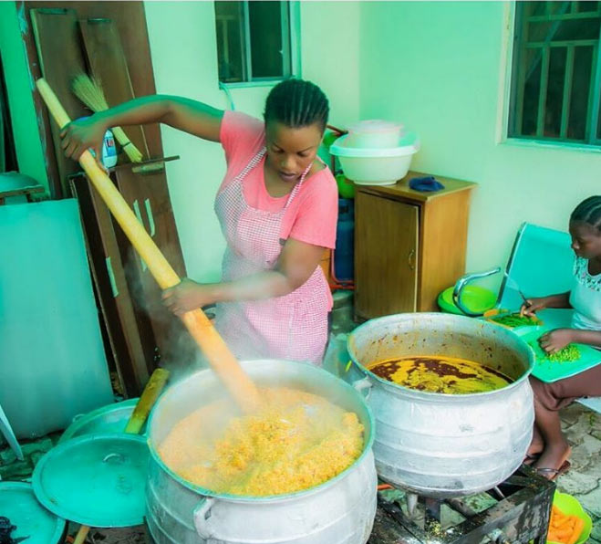 Photos: Empress Njamah prepares jollof rice