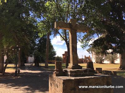 Cruz Atrial en el Atrio de los Olivos en Tzintzuntzan, Michoacán