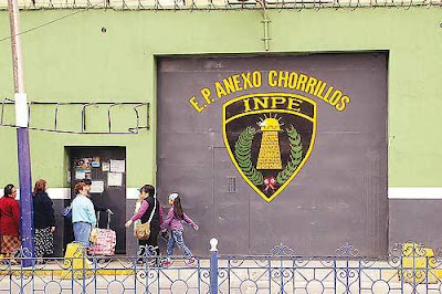 Puerta de ingreso al Penal de Mujeres de Chorrillos (Penal Santa Mónica)