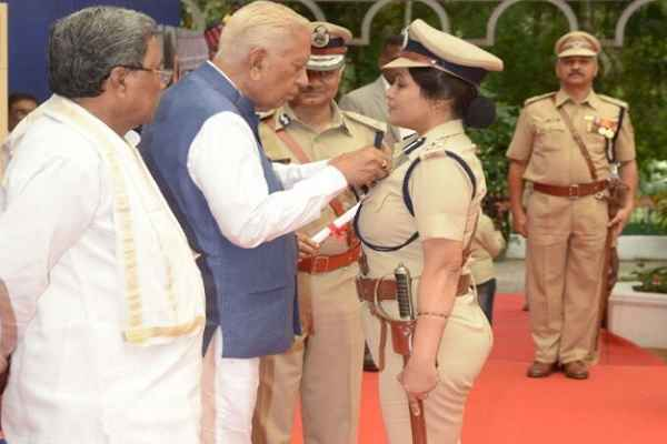 karnatak-dig-roopa-awarded-president-medal-slap-on-congress