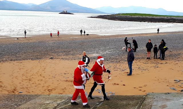 Joulupukki, joulumuori, Irlanti, ranta, Fenit, megafoni, majakka