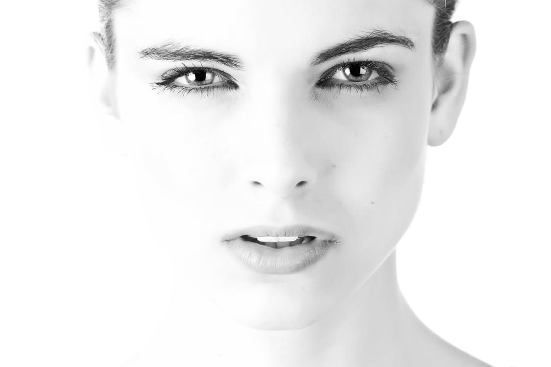 Verruche del viso: come comportarsi per eliminarle in modo corretto