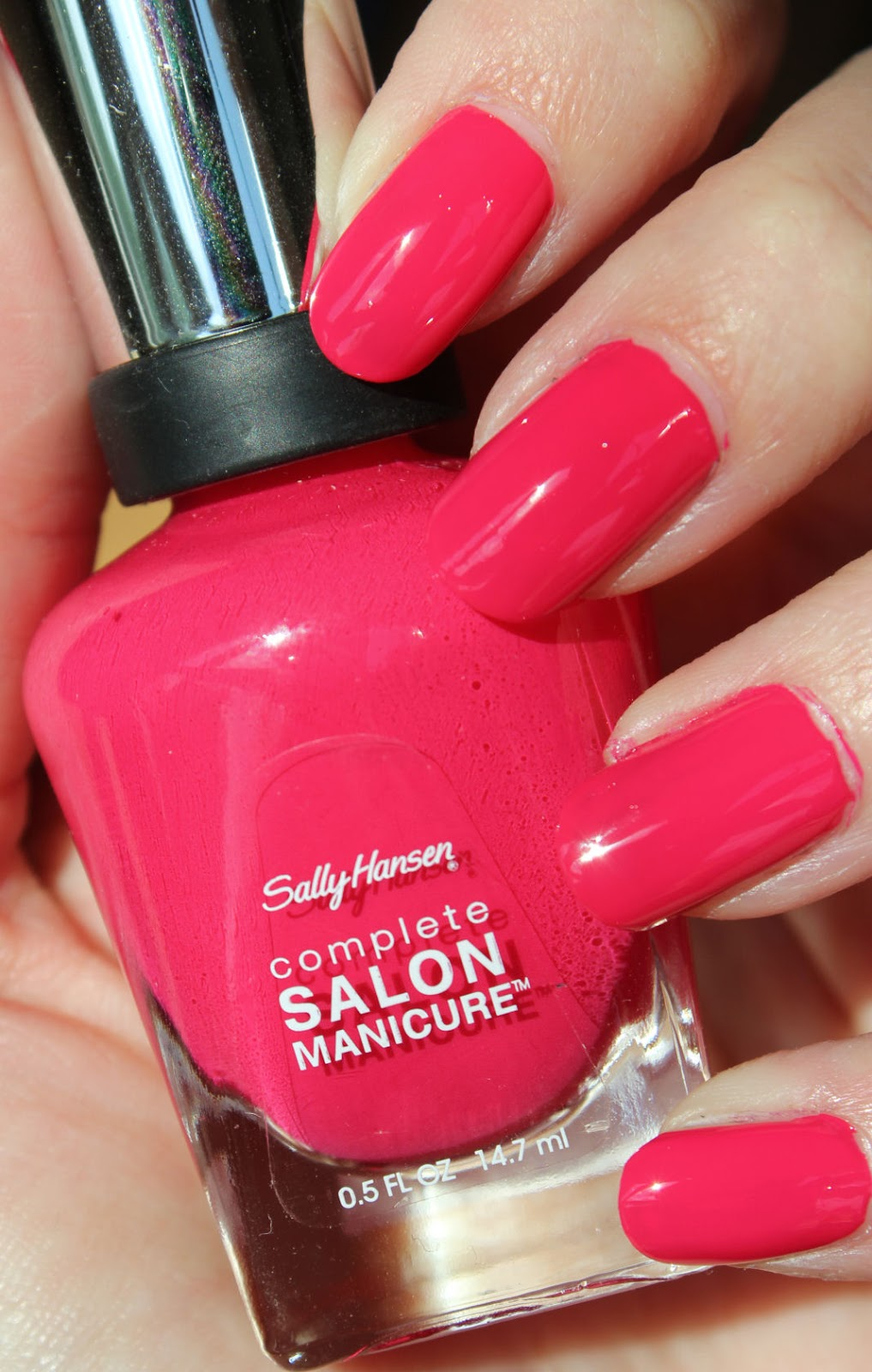 http://lacquediction.blogspot.de/2014/08/sally-hansen-535-tickle-me-pink.html