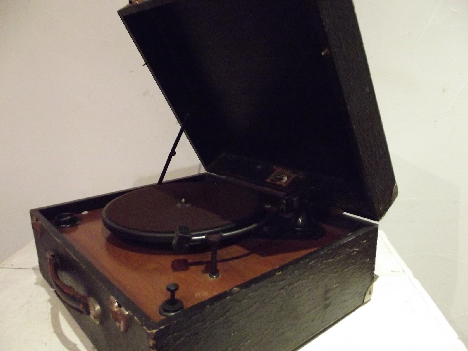 ancien lectrophone tourne disque valise la voix de son ma tre style. Black Bedroom Furniture Sets. Home Design Ideas