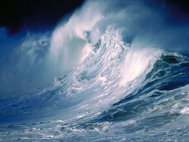 أو كظلمات في بحر لجي يغشاه موج من فوقه موج من فوقه سحاب ظلمات بعضها فوق بعض