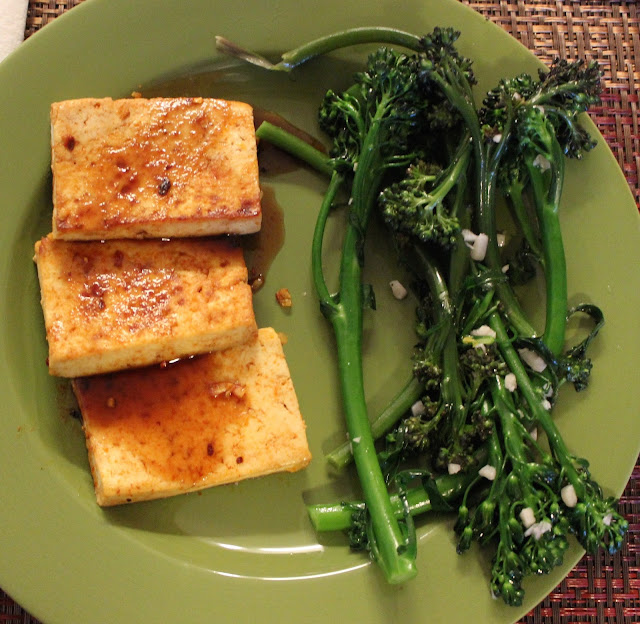 Chile-Garlic Tofu | A Hoppy Medium
