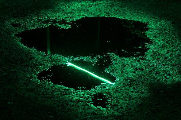 Slava Semeniuta arte fotografia poças de água refletindo luzes neon noite cidade cores