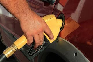Pesquisa de combustíveis notifica 98 postos por aumentar a gasolina