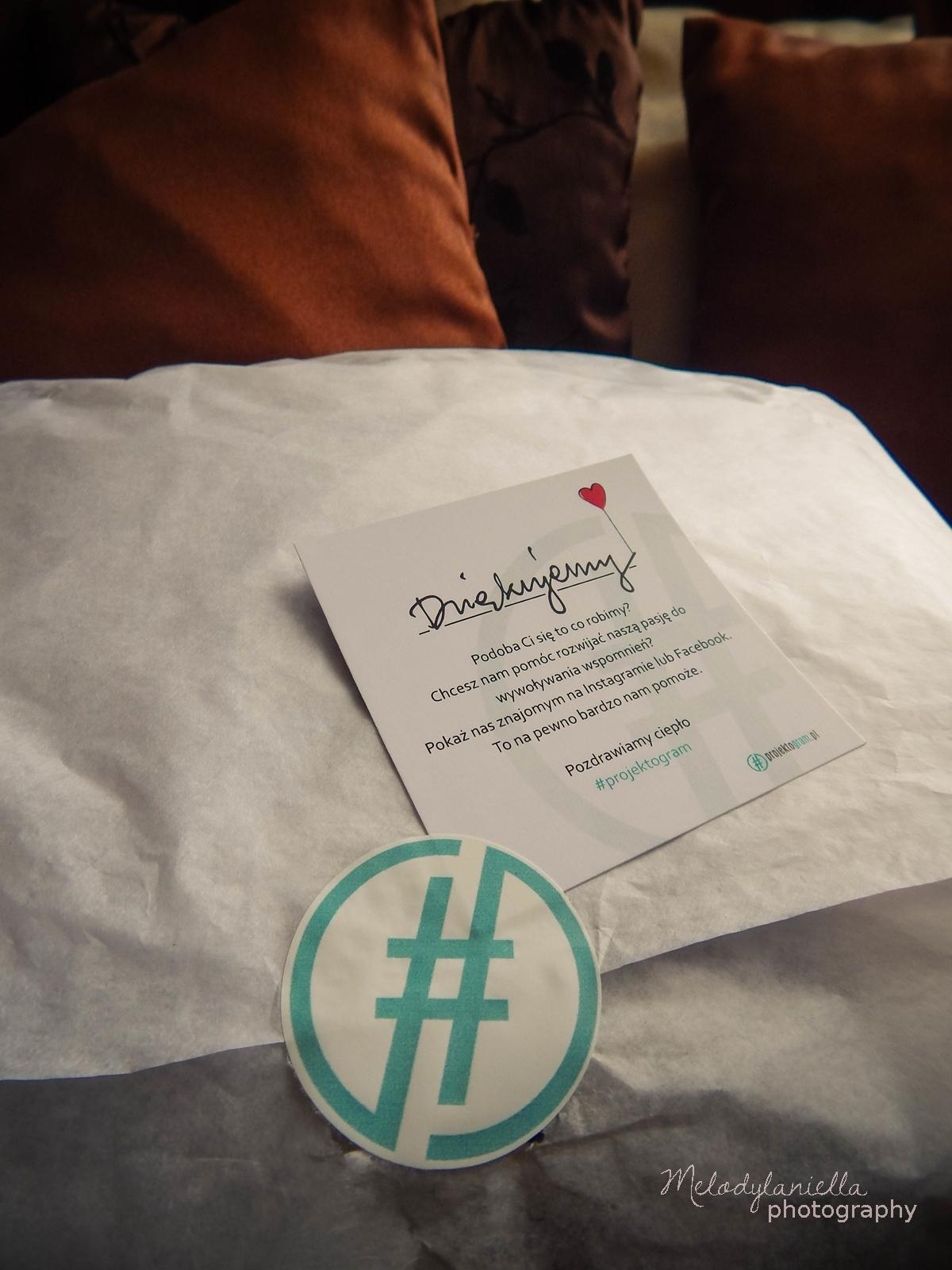 projektogram poduszka z własnym zdjęciem zaprojektuj swoją poduszkę zdjęcia instagram fotografia prezenty dla fotografów zakochani w zdjeciach wspomnienia z wakacji na poduszcze pillow photos aplikacja projektogram