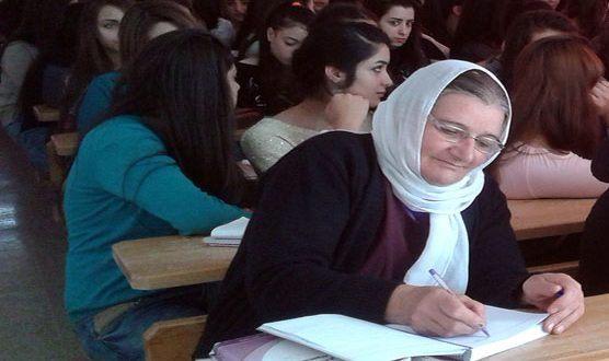 السيدة تهاني الزيلع من السويداء بدأت رحلتها الجامعية في سن الخمسين.