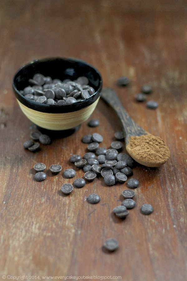 drożdżowe mleczne bułeczki czekoladowe z kawałkami czekolady