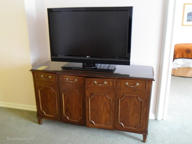 Four Season's Toronto TV console