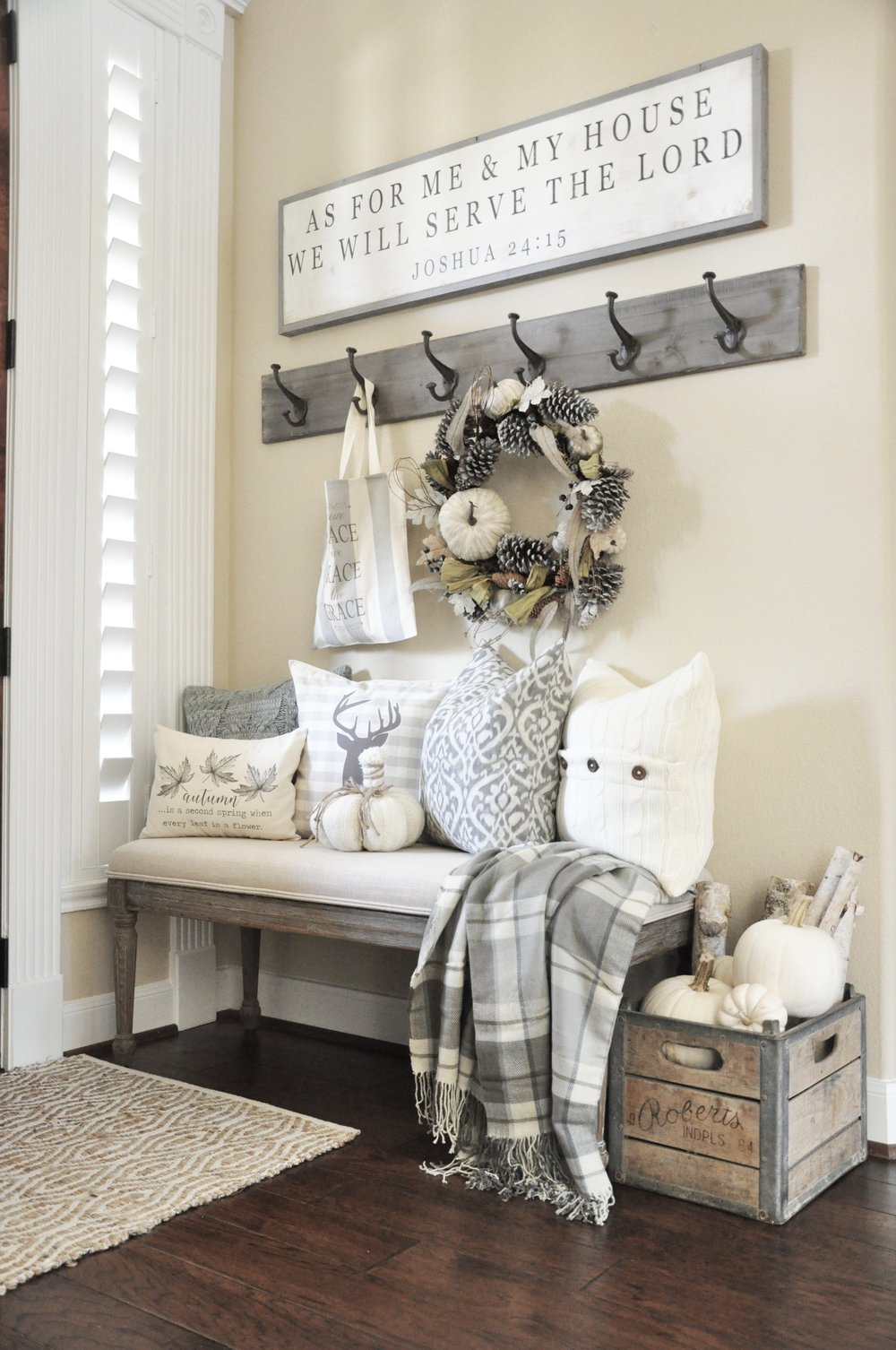 Rustic farmhouse style entryway decor ideas
