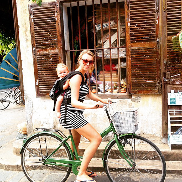 """""""The overall aim is to inspire like-minded travel loving parents"""" - 1-Year-Old Has Been Travelling Around The World Since She Was Born"""