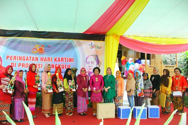Fatmawati Sumber Inspirasi Perjuaangan Perempuan Indonesia