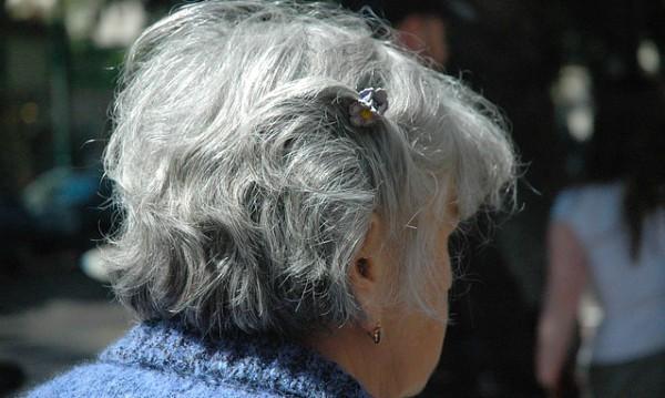 Cara Menghilangkan Uban Rambut dengan Masker Alami Biji Pepaya