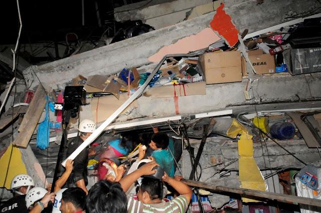 nombre muertos terremoto ecuador