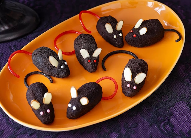 Кошмарное меню на Хэллоуин или Кухня ведьмы (выпечка), Хэллоуин, блюда на Хэллоуин, рецепты на Хэллоуин, праздничные блюда, оформление блюд на Хэллоуин, праздничный стол на Хэллоуин, блюда-монстры, меренги, безе, сладости, сладости на Хэллоуин, десерты на Хэллоуин, блюда мз яиц, блюда из белков, печенье на Хэллоуин, торты на Хэллоуин, пирожные на Хэллоуин, пицца на Хэллоуин, выпечка на Хэллоуин, Колдовские украшения кексов http://prazdnichnymir.ru/