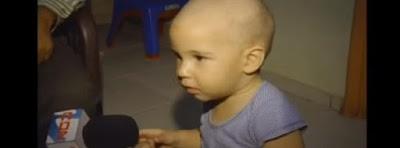 Ayudemos a este niño operacion oidos