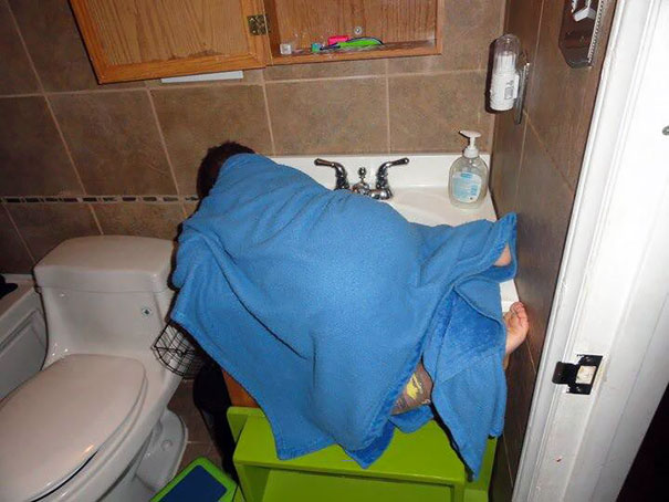 15+ Hilarious Pics That Prove Kids Can Sleep Anywhere - Napping In The... Sink?