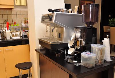 merawat mesin kopi