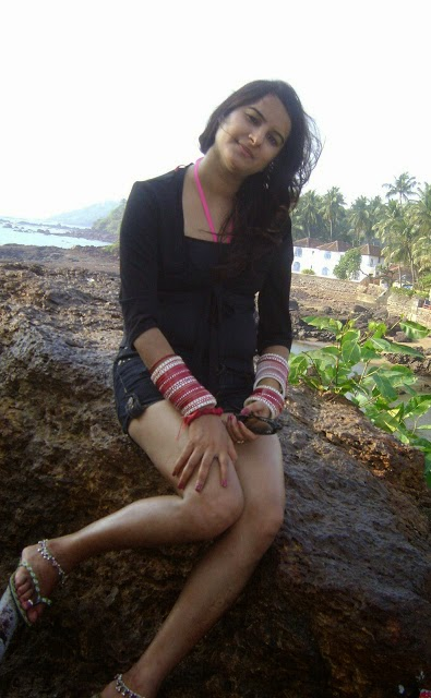 Des bhabhi squeezing her boobs - 1 part 4