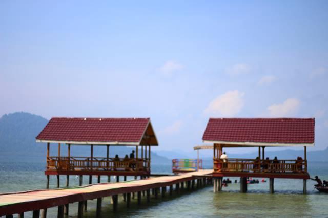 Terpesona Oleh Keindahan Pemandangan dan Beingnya Air Pantai Klara, Lampung