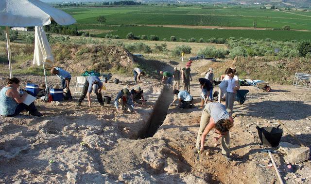 Μεγάλος μυκηναϊκός λαξευτός τάφος ανακαλύφθηκε στον Ορχομενό