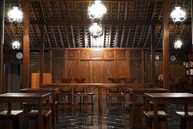 Rumah Limasan tempat kedai kopi