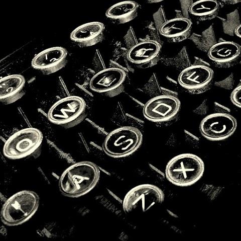 31 mujeres, 31 poetas. Advertencia