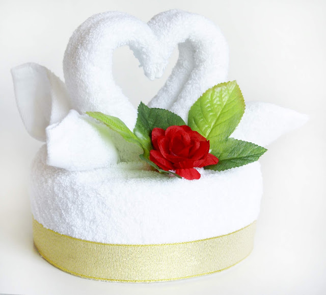 tort łabędzie z ręczników ślub rocznica prezent