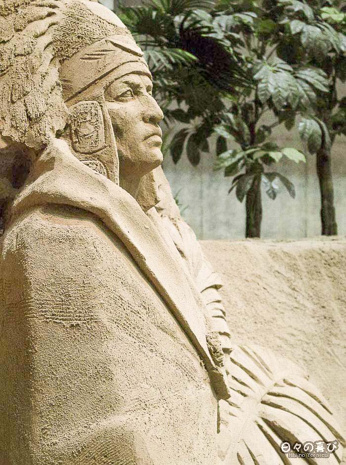 sculpture de sable personnage réaliste profil