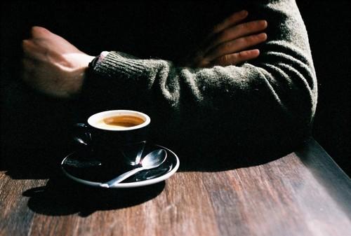 لمن تخطَّى الخمسين.. إبتعد حالاً عن القهوة بعد الغداء!