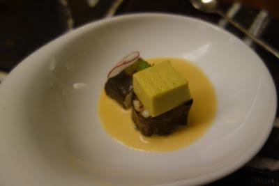 Interprétation de sushi de langouste et bouillon crémeux restaurant La Table de Marcel.