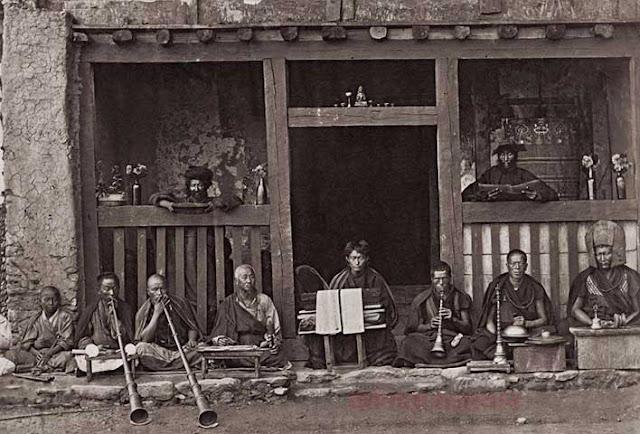 कैमरे ने वो देखा जो किसी ने नहीं देखा, buddhist temple 1875