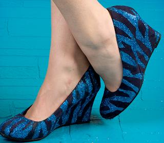 Ayakkabıları Zebra Deseni Şeklinde Boyama