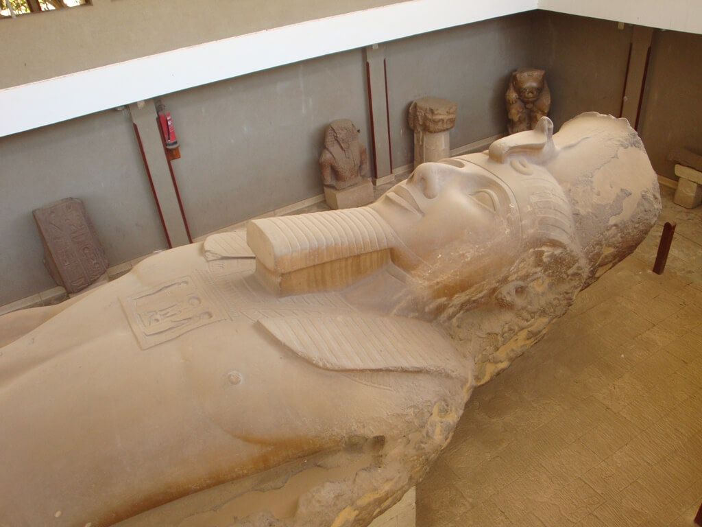Colosso de Ramsés II em Mênfis