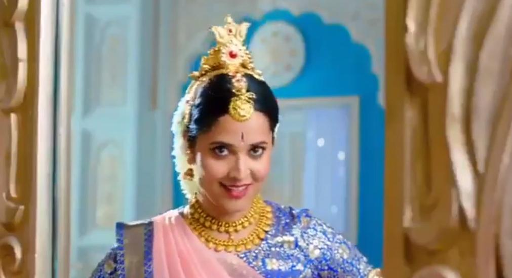 Anasuya as Legendary Actress Mahanti Savitri in Tv Commercial Ad!