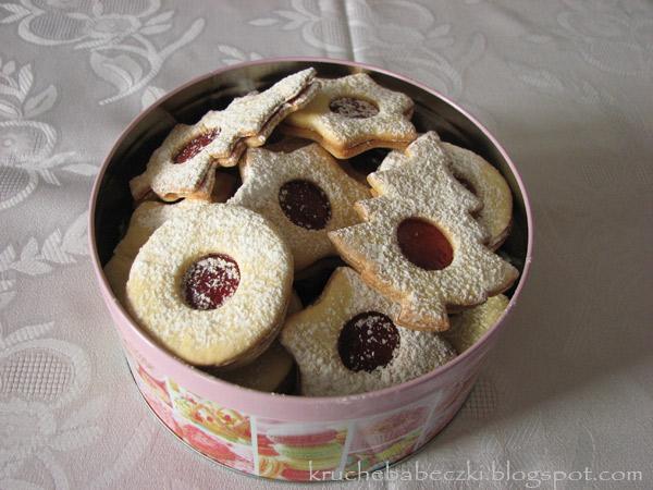 Pyszne kruche ciasteczka z powidłem truskawkowym
