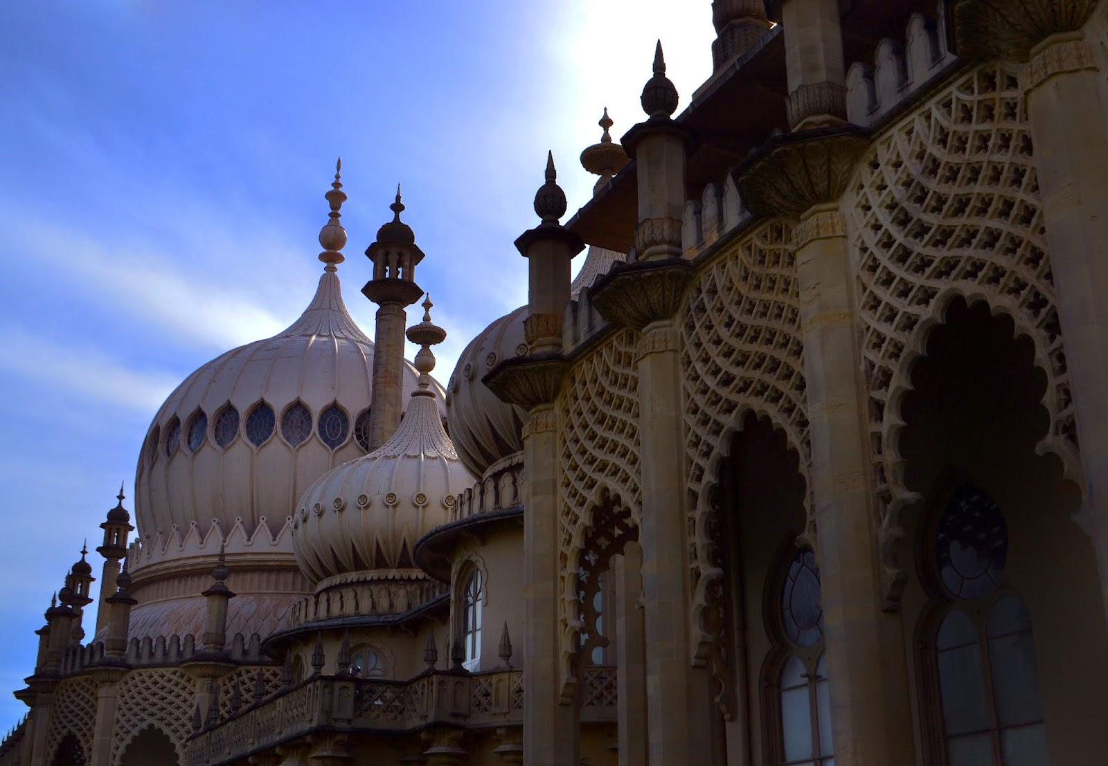 a side view of Brighton Pavillion