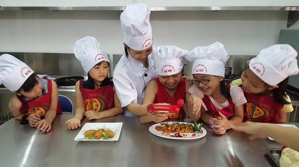 Van Lang Cooking Center  tổ chức các khóa học nấu ăn cho trẻ em trong dịp hè 2017