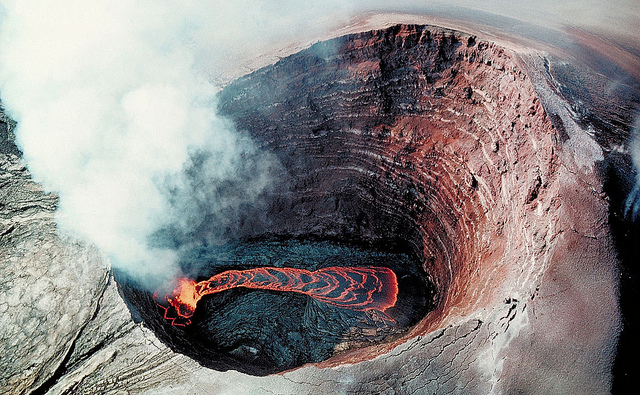 SIKLUS BATUAN - GEOLOGI - EFBUMI - Pu'u O'o Crater Lava pond