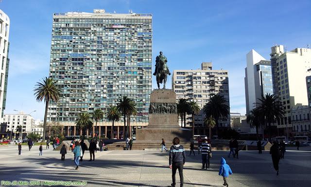 Praça Independência vista em direção à Ciudad Vieja