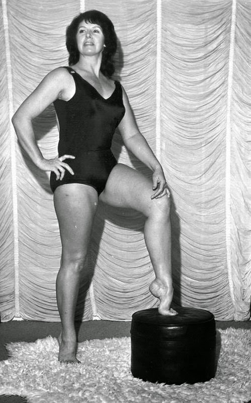 Ann Casey-Barefoot Women Wrestlers-female wrestlers