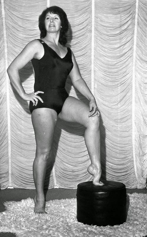 Ann Casey-Barefoot Women Wrestlers-female wrestlers