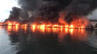 Belum Padam, 13 Kapal Ikan Tercatat Terbakar  Di Pelabuhan Ikan Nizam Zachman Muara Baru