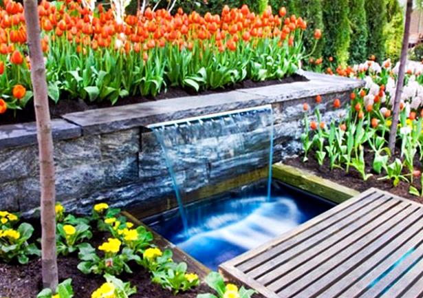 10 Desain Taman Belakang Dengan Kolam Air Terjun Mini Yang Mengagumkan - 003